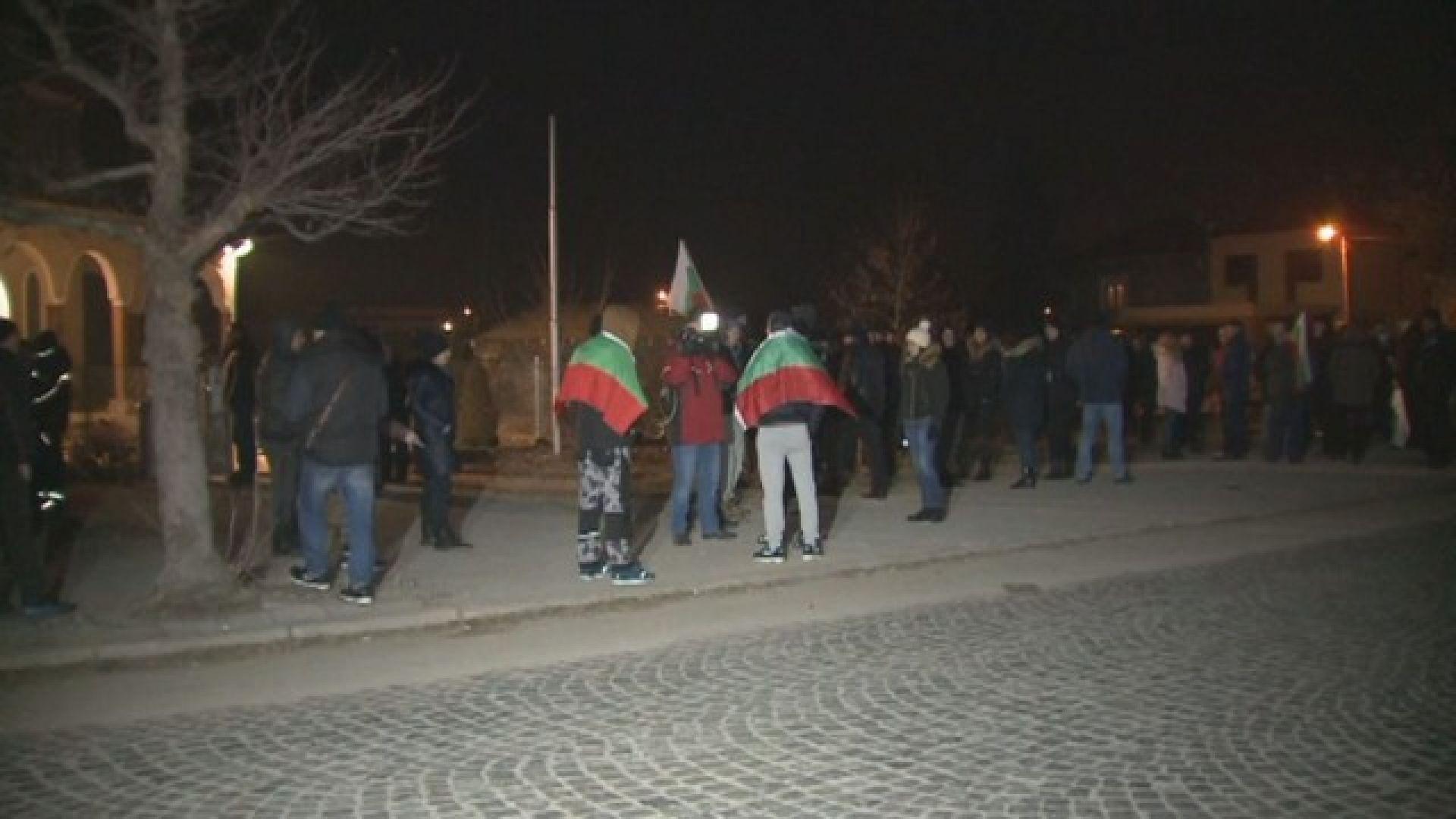 Втора вечер протести във Войводиново заради пребития командос