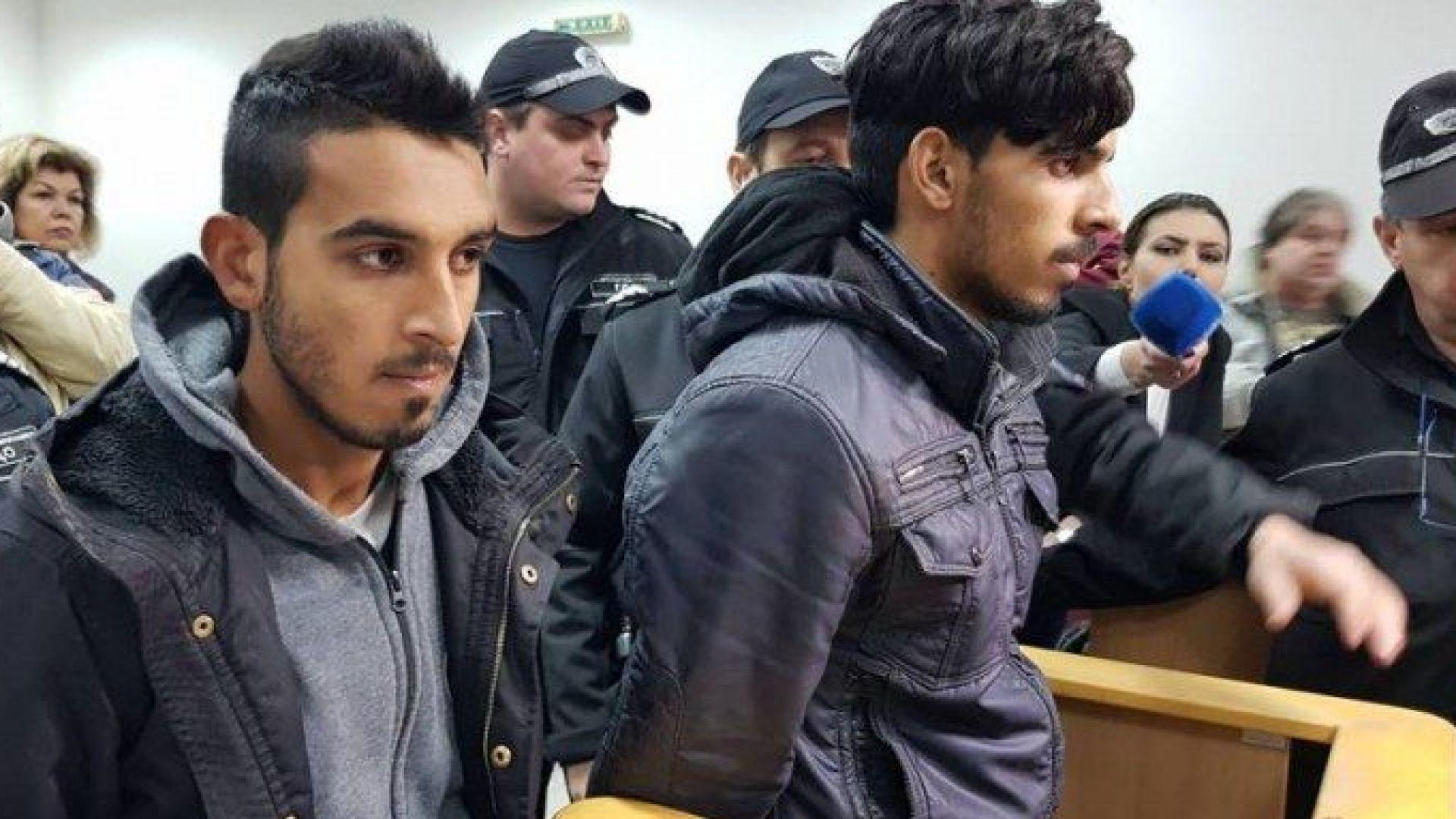 """Ромите биячи мълчат в съда. Единият - зидар, другият работи """"с кон и каруца"""""""