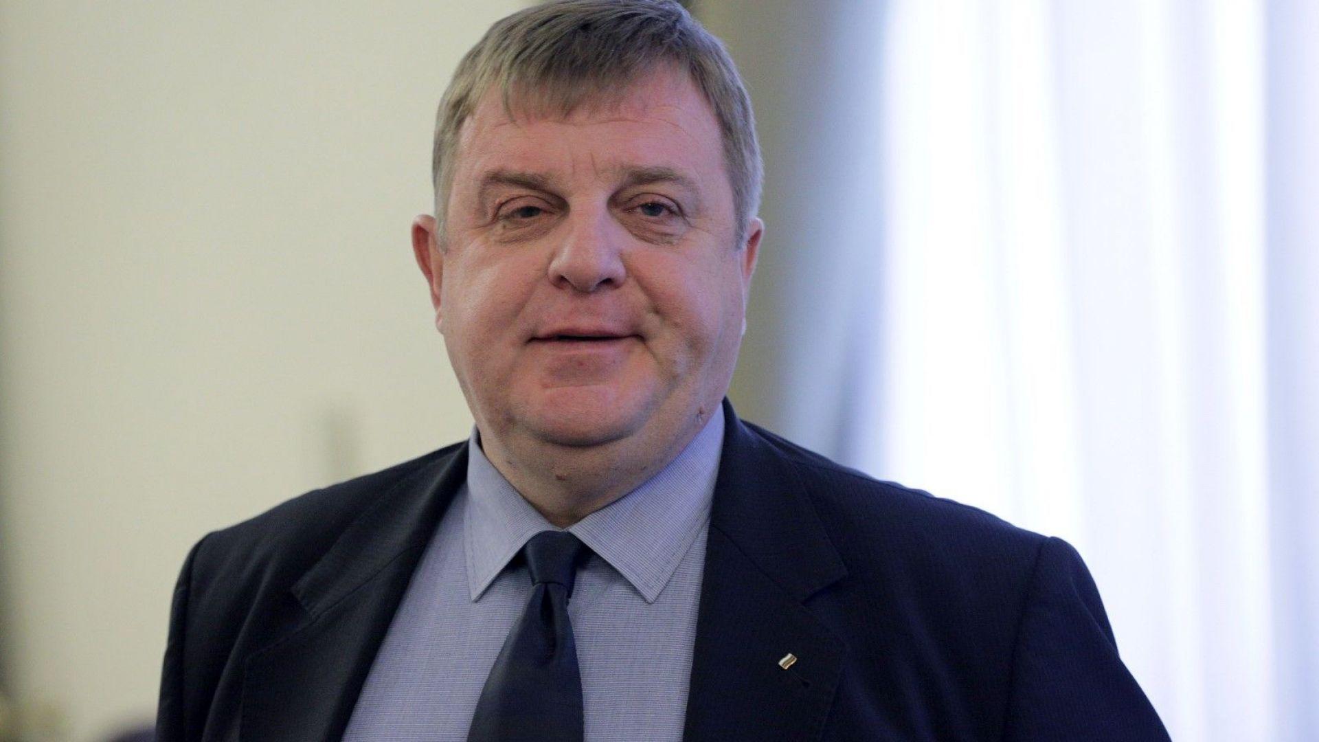 Каракачанов: Няма да позволя на никой да вдигне ръка срещу български войник