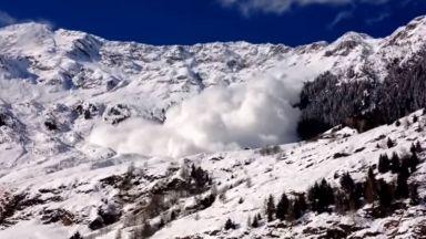 Шестима германски ученици оцеляха след лавина в Австрия
