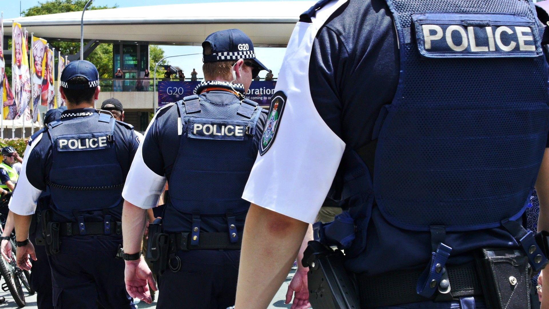Задържаха мъж, изпратил 38 подозрителни пратки до консулства в Австралия