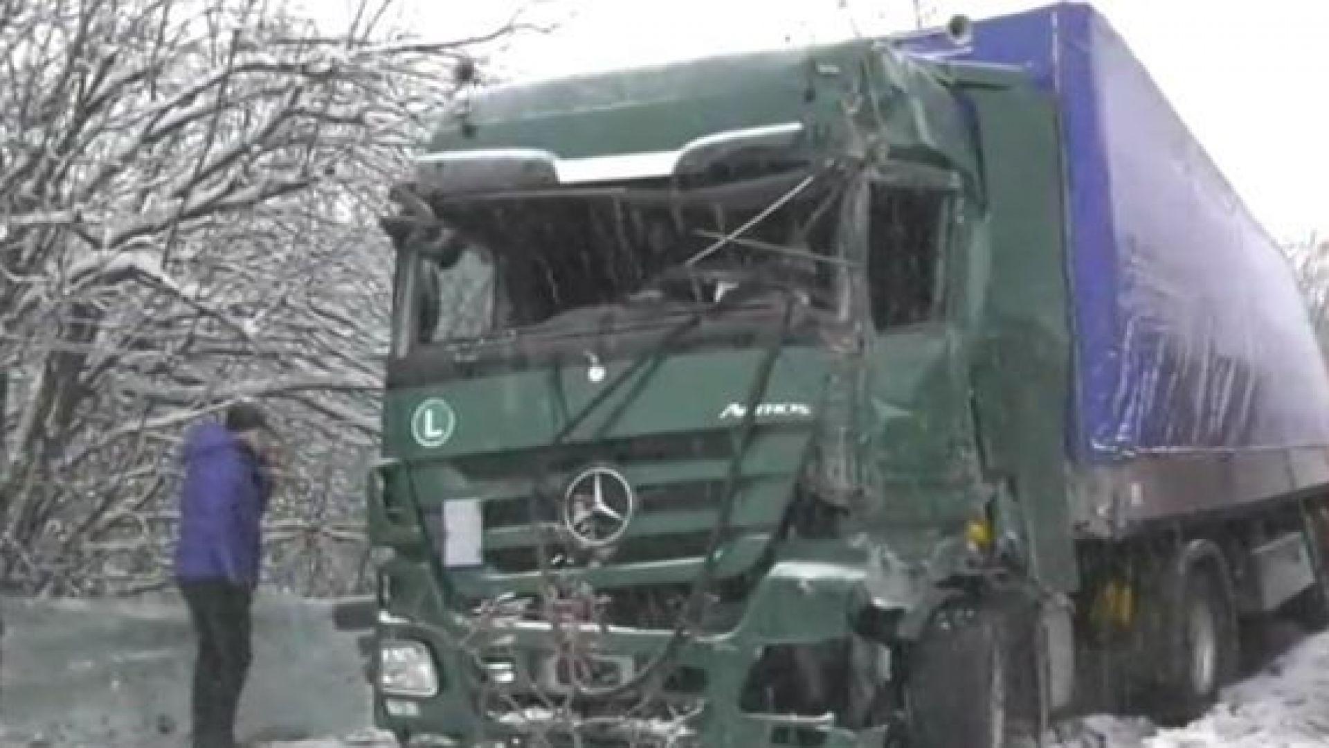 Два тира се удариха на Е-79, има ранен