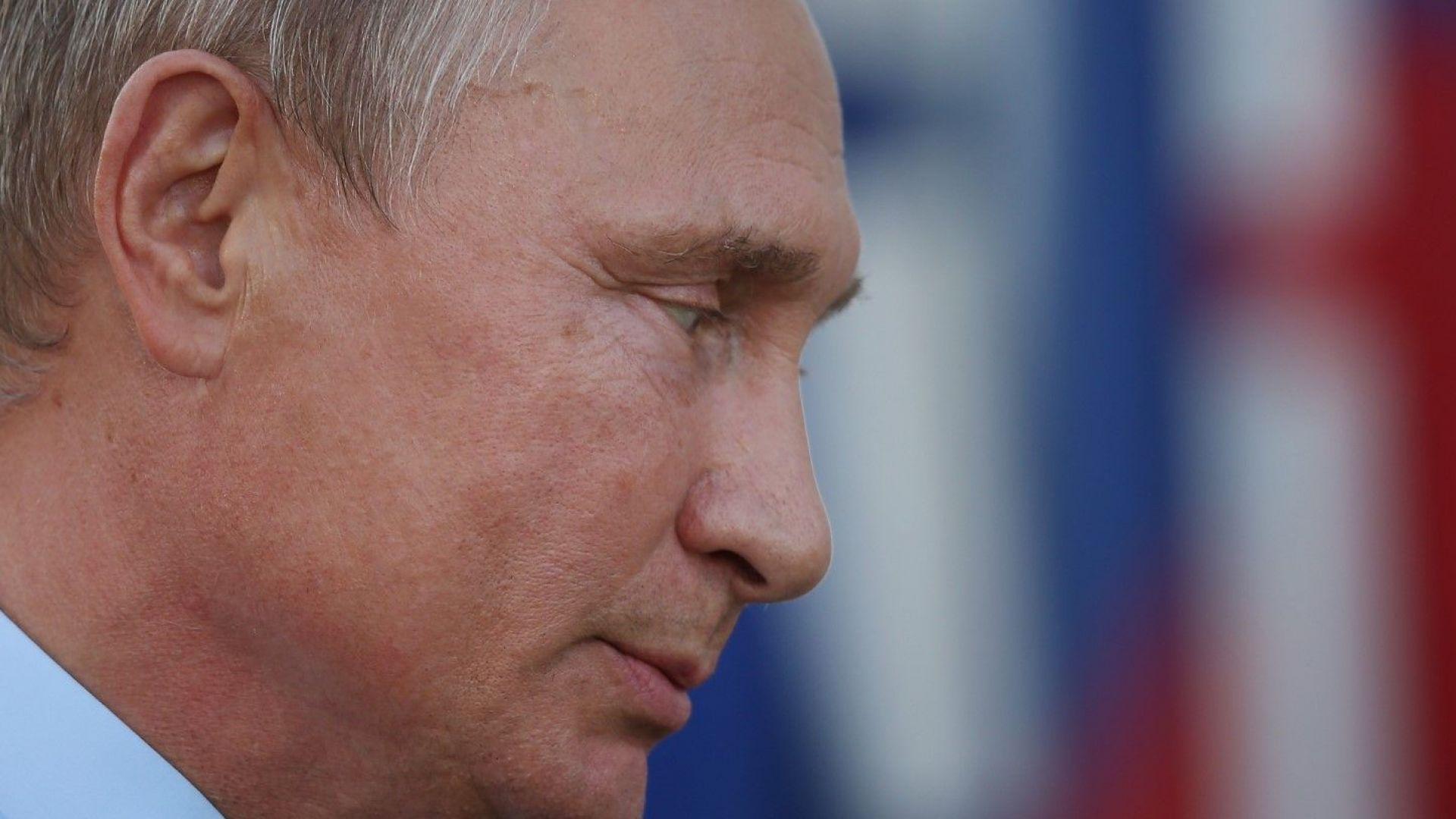 """Улични музиканти пеят: """"Искам такъв като Путин"""" (видео)"""