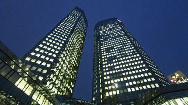 Deutsche Bank ще провери 20 000 свои рискови клиенти