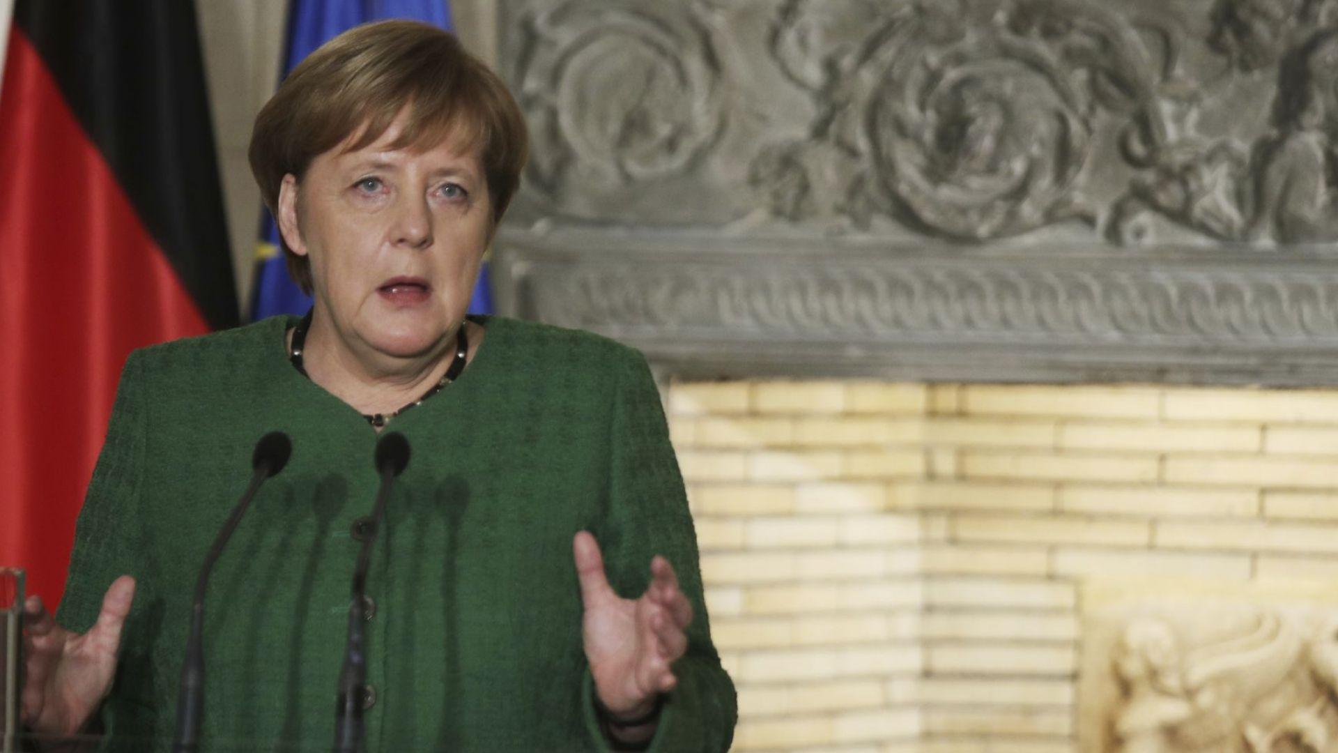 Меркел към Ердоган по телефона: Незабавно прекратете офанзивата в Сирия