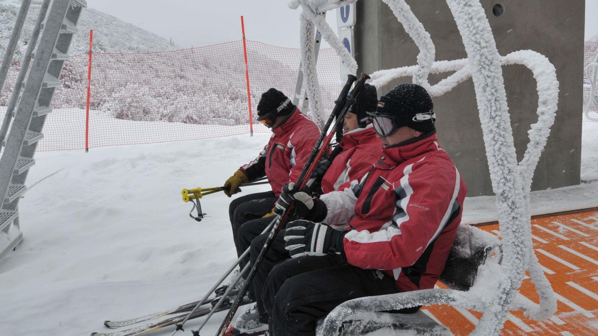 Спасиха изгубил се сноубордист край Банско