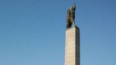 "Бургаският ""Альоша"" се пропука"