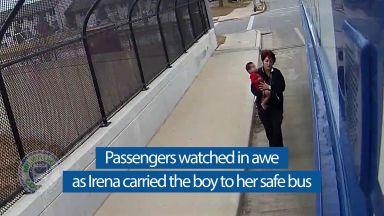 Наградиха шофьора на автобуса в Милуоки, който спаси малко дете (видео)