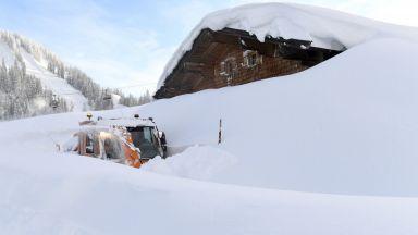 Европа в снежен капан: В Австрия натрупа 5 метра, армията евакуира ученици