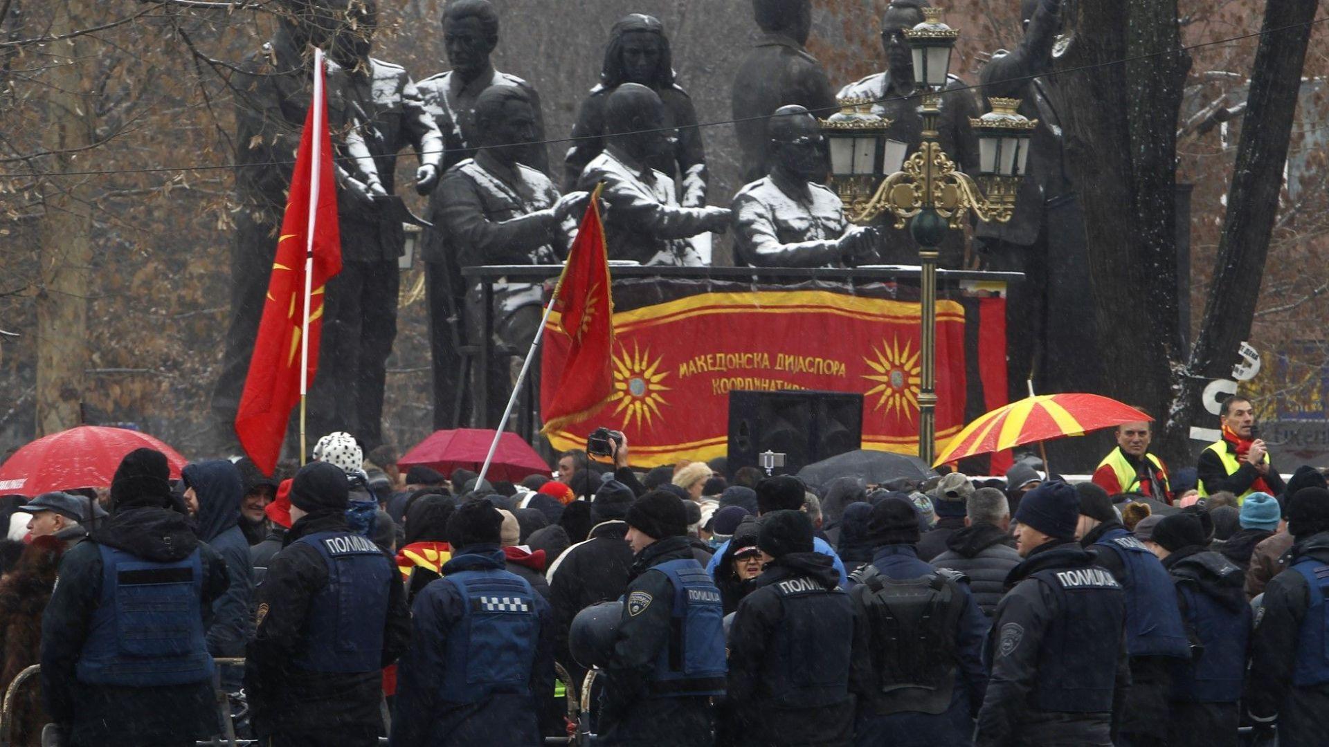 """81 македонски депутати """"преименуваха"""" Македония"""