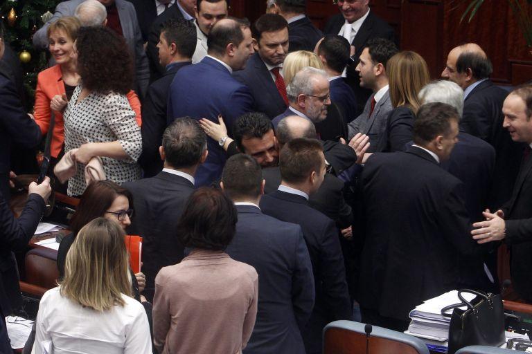 Зоран Заев сред депутатите, подкрепили промените в конституцията