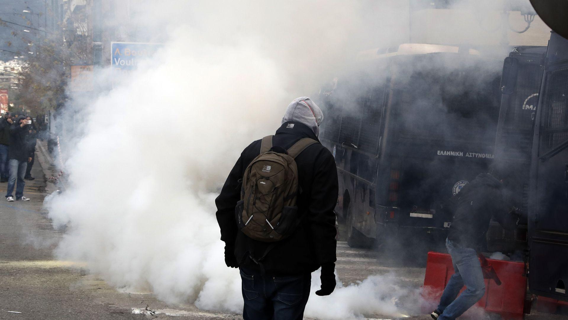 Гръцката полиция използва сълзотворен газ срещу учители