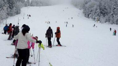 Дете пострада, блъснато от румънски скиор в Пампорово