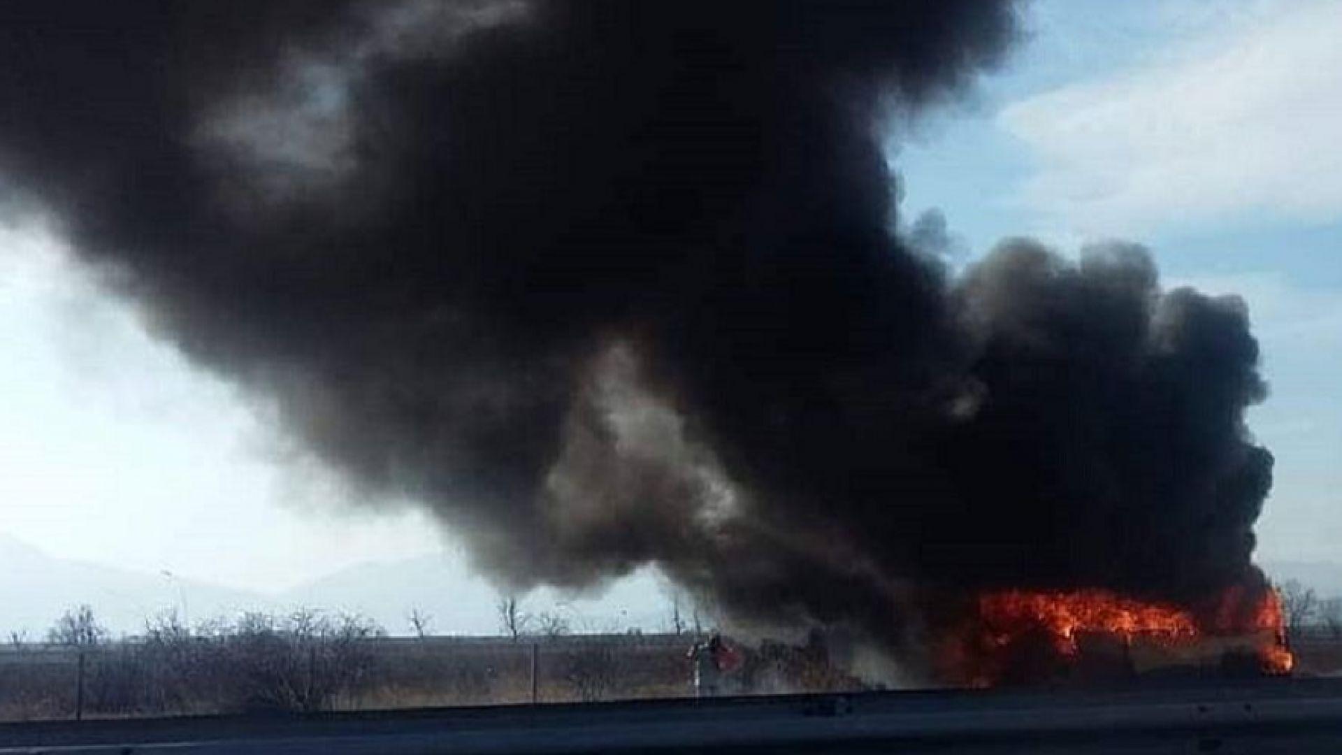 """Бус изгоря на магистрала """"Тракия"""""""
