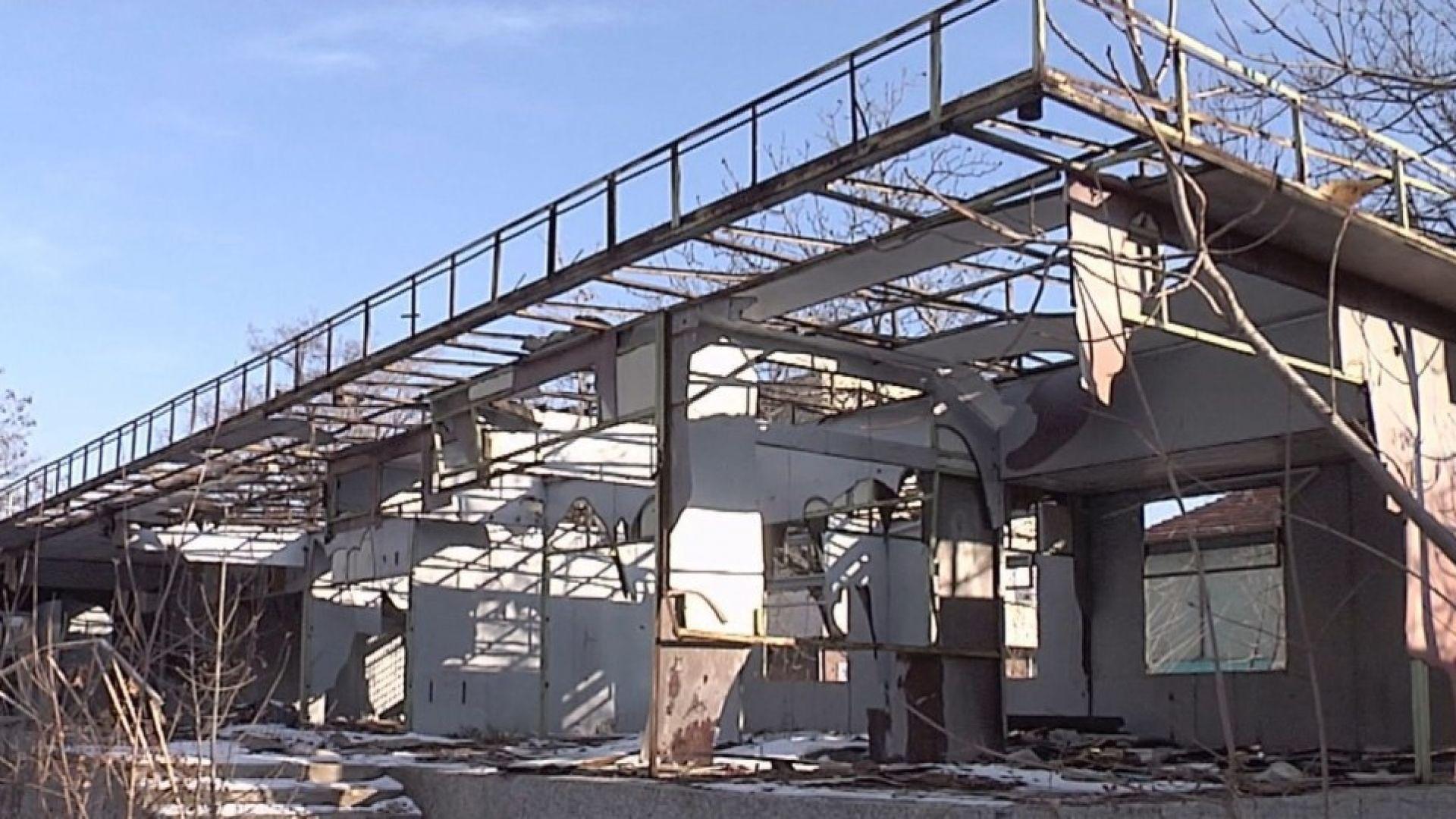 Крадци разграбиха запустяла болница в Сливен