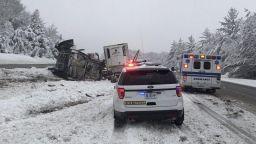 Петима загинали от снежните бури през уикенда в САЩ (снимки)