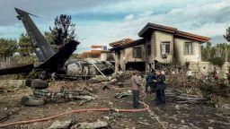 Товарен боинг се разби при кацане на летище недалеч от Техеран
