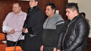 Осъдиха условно двама роми, нападнали полицаи