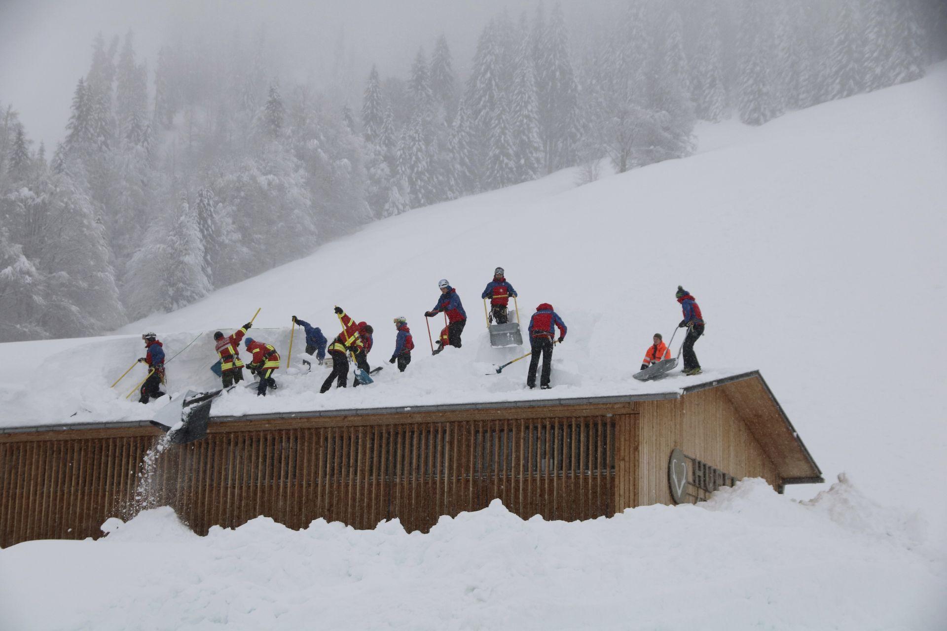 лавина отново се изсипа върху хотел - този път в баварските Алпи