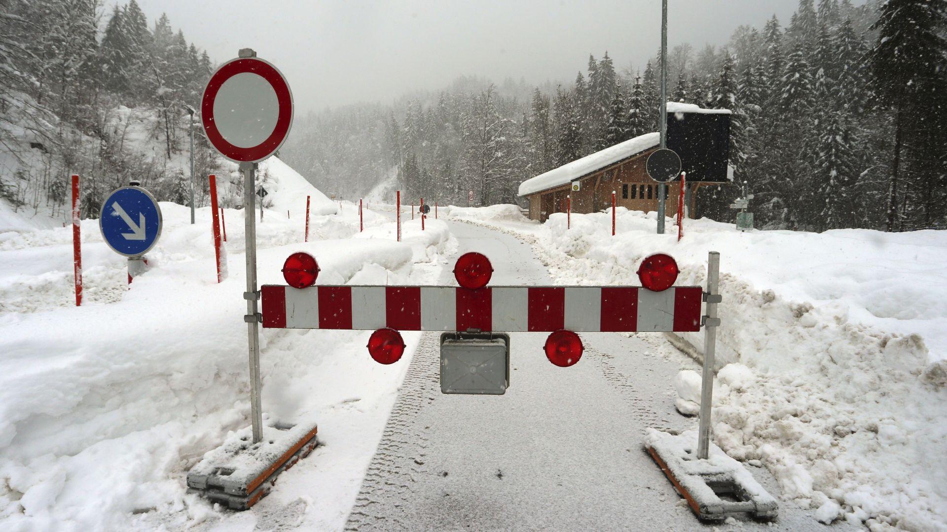Холандски скиор загина в лавина във Франция, друга - затрупа хотел в Бавария