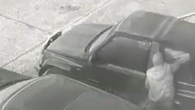 Серия от обири и разбивания на коли в София
