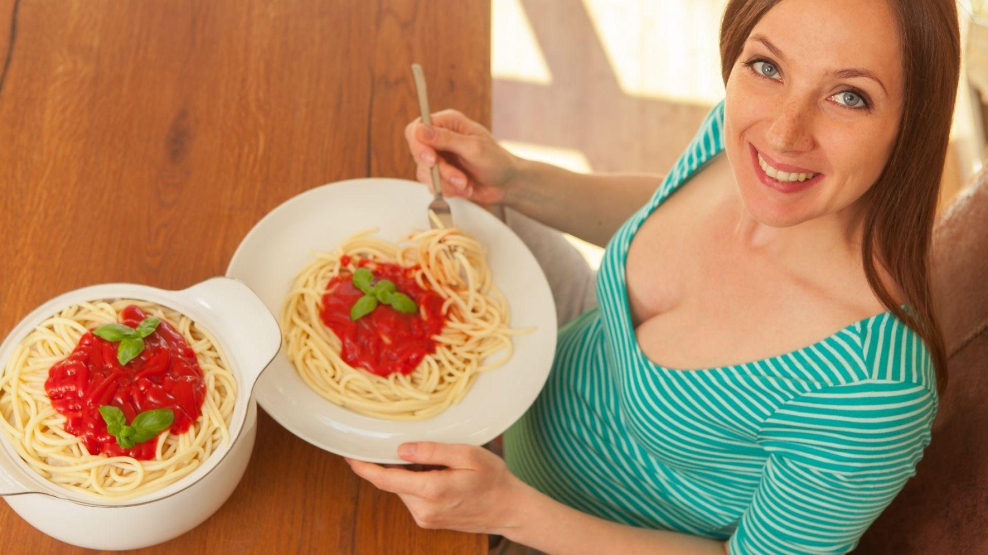 Хората изяждат два пъти повече храна от препоръчителните количества