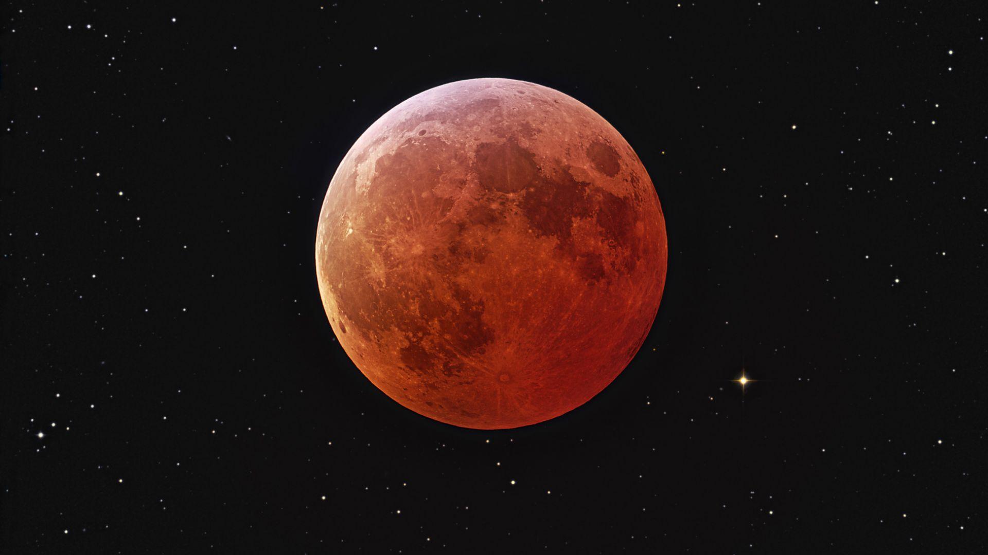 При пълното затъмнение Луната става червена