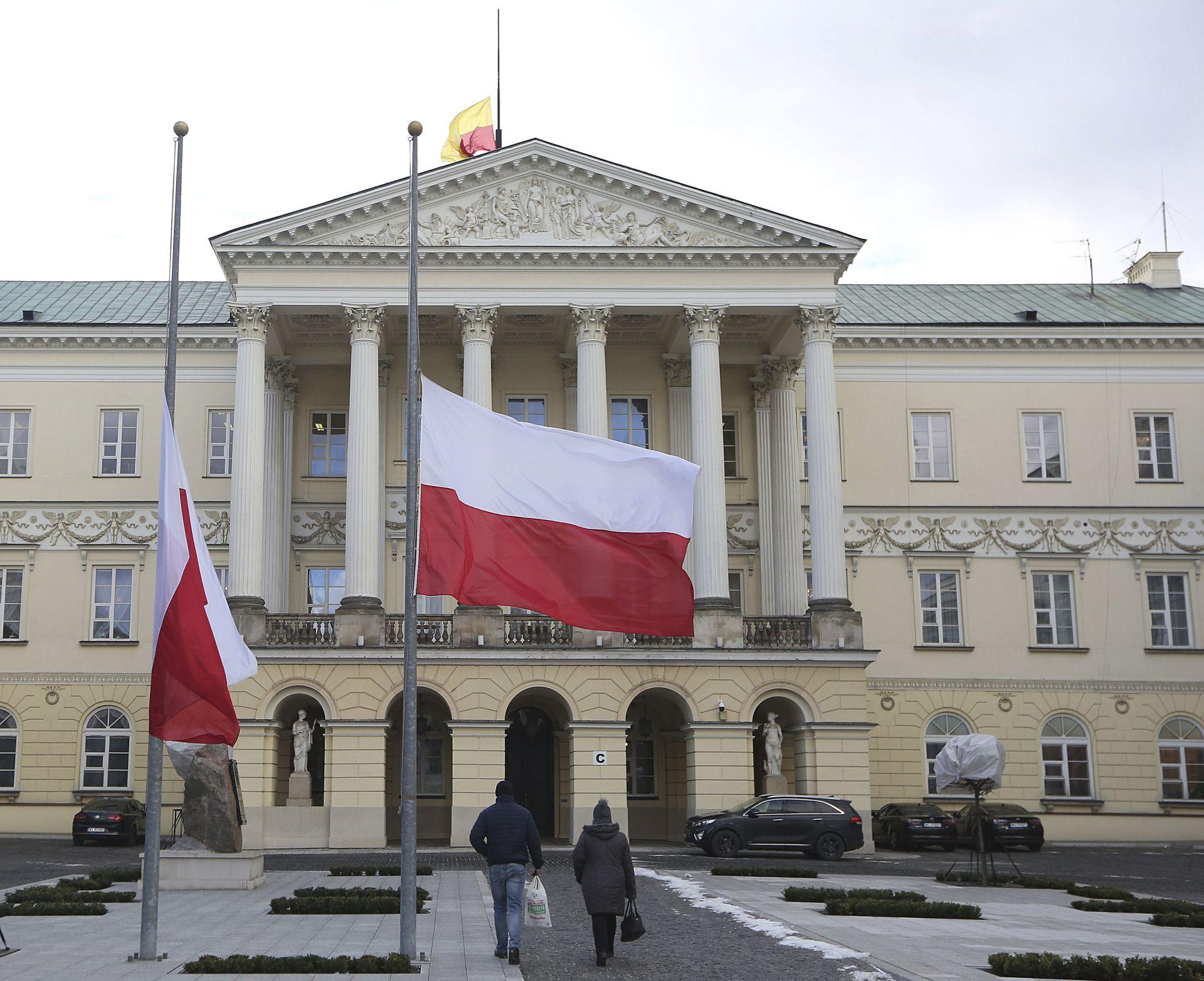 Полша е в траур, знамената са издигнати наполовина