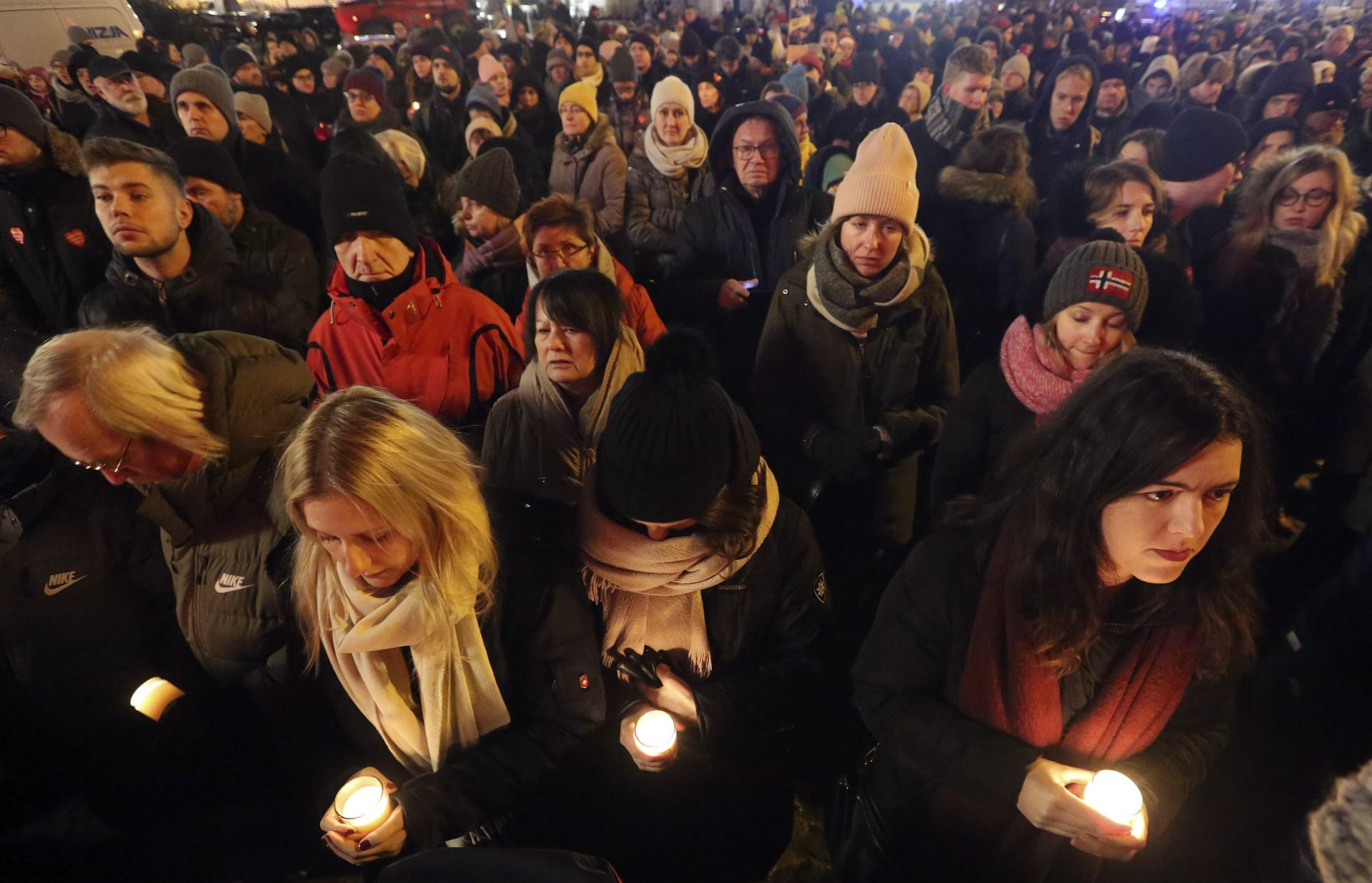 """Хиляди хора се събраха във Варшава под лозунга """"Спрете омразата"""""""