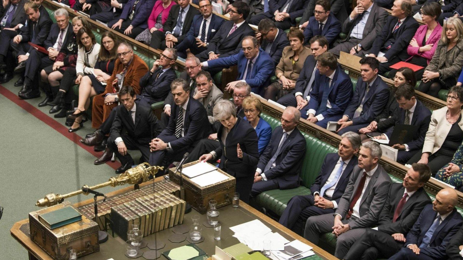 БиБиСи: Петте варианта за Лондон след историческото поражение на Тереза Мей
