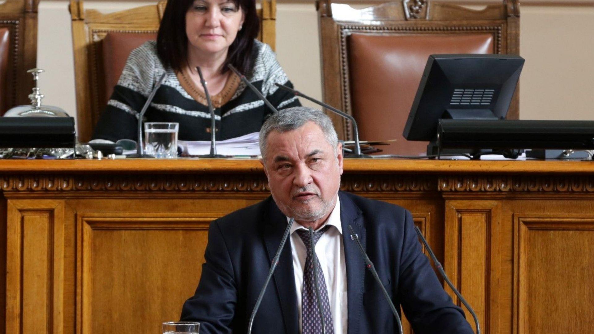 Валери Симеонов от парламентарната трибуна за изтребителите