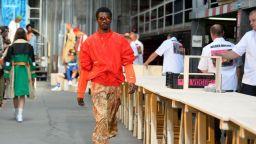 """Под знака на """"жълтите жилетки"""" започна Седмицата на мъжката мода в Париж"""