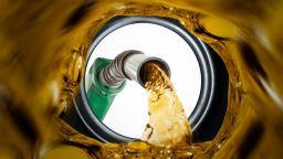 Петролът се изстреля до тримесечен връх на цената