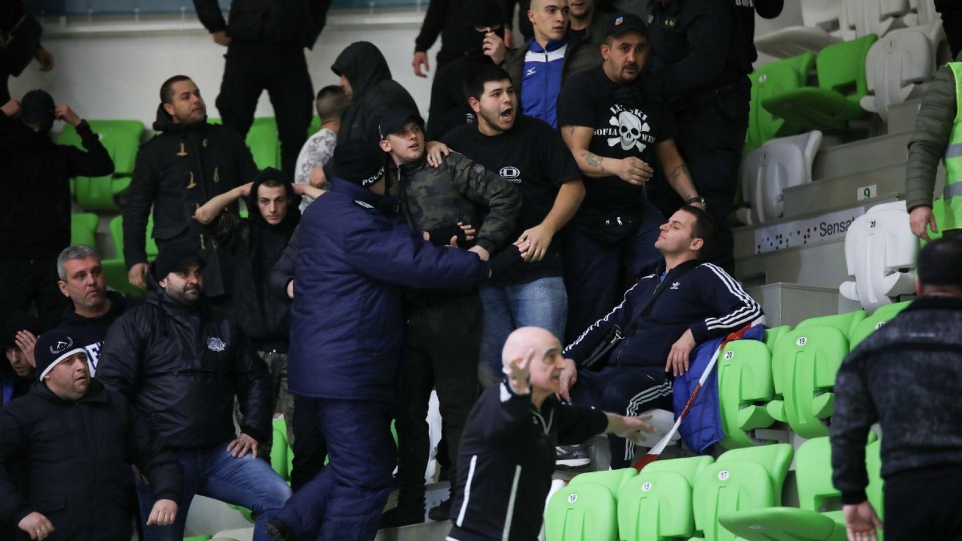 Жандармерия нахлу в залата при опит за масов бой на дербито в Ботевград