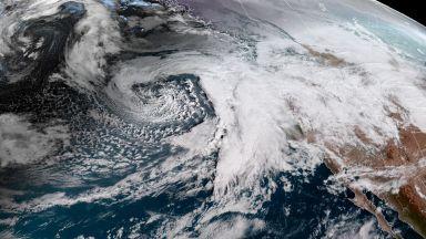 Дойде ред и на САЩ: Странната буря Харпър ги засипва със сняг