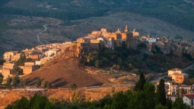 Град в Италия търси жители, продава къщи за 1 евро