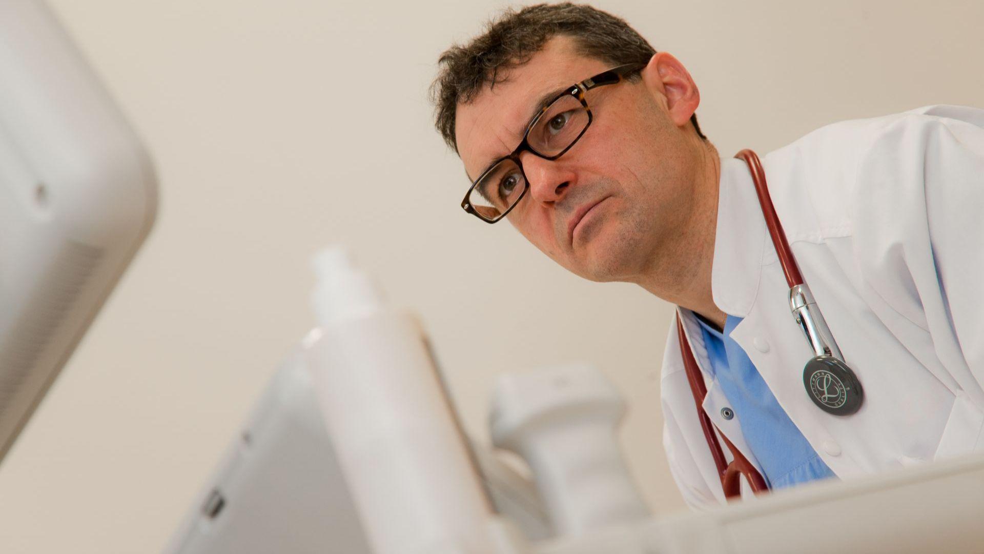 Проф. Петров: Притесненията, че ваксините срещу COVID-19 предизвикват усложнения, не се оправдаха