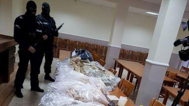 46 кг хероин, 13 кг амфетамини и 7 бандити задържани при спецакция (снимки)