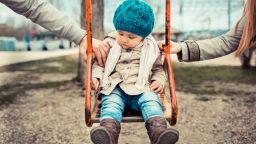 Учени съветват нещастните родителите да се развеждат, докато децата са малки