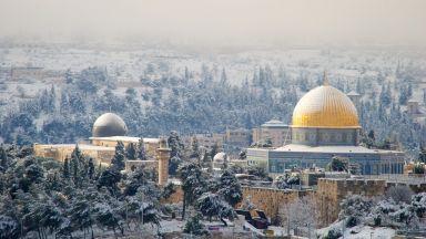 Сняг покри светите места в Йерусалим (видео, снимки)