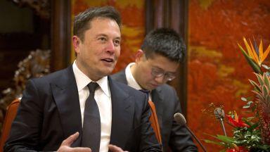 Tesla съкращава персонал, за да поевтини колите си
