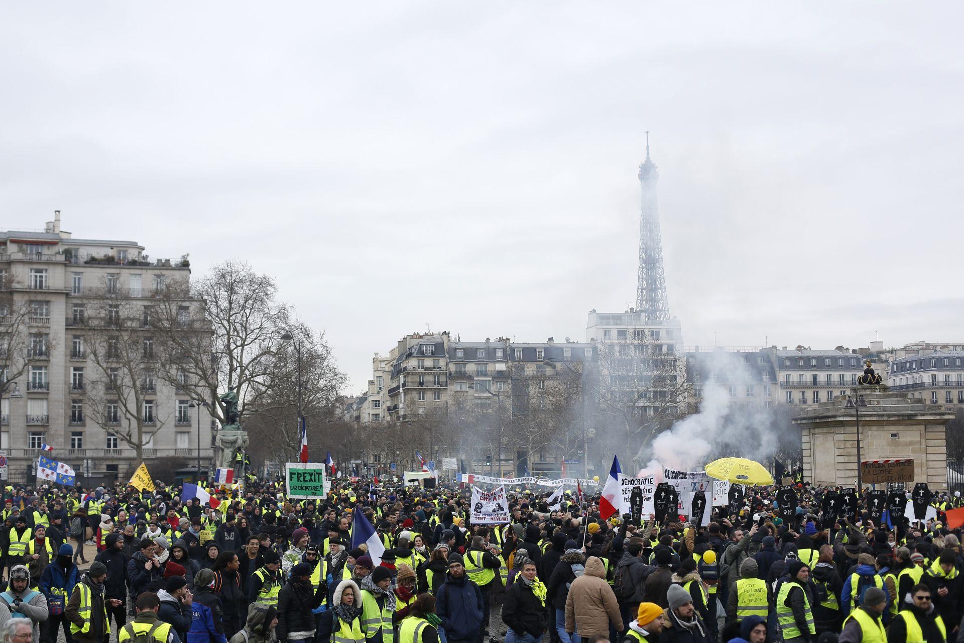 Протестиращи в Париж