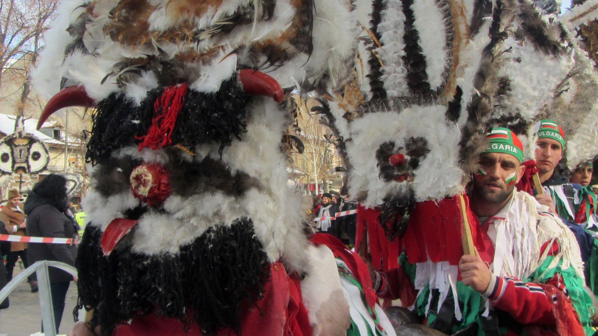 """На празника """"Сурва"""" участниците ще трябва да бъдат с маски"""