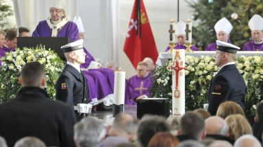 Поляците се простиха с трагично убития кмет на Гданск (снимки)