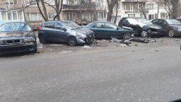 Софиянец блъсна 7 паркирани коли, бягайки от нападатели (видео)