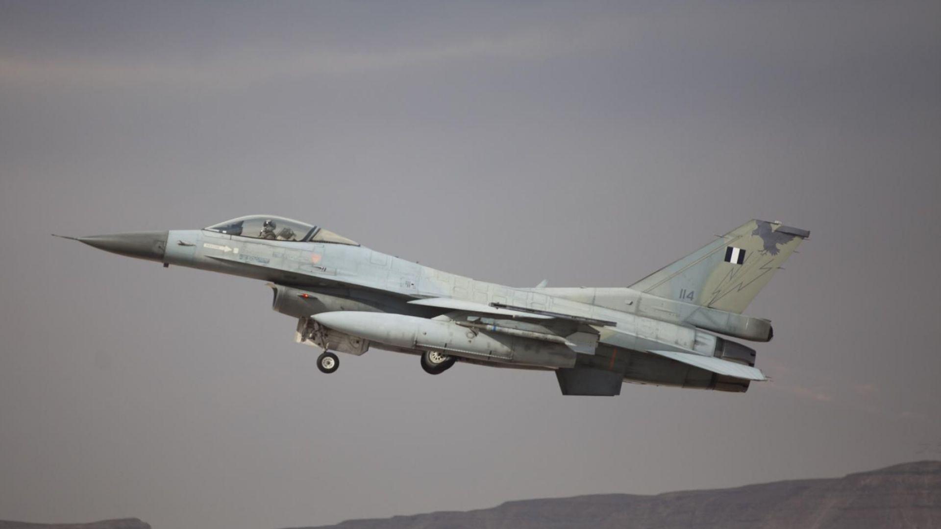 Израелски бойни самолети са нанесли удар срещу цели, свързани с