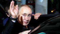 """В Русия """"разбожествяват"""" Путин"""
