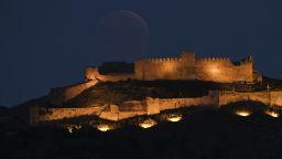 Как изглеждаше Кървавата Луна по света (снимки)