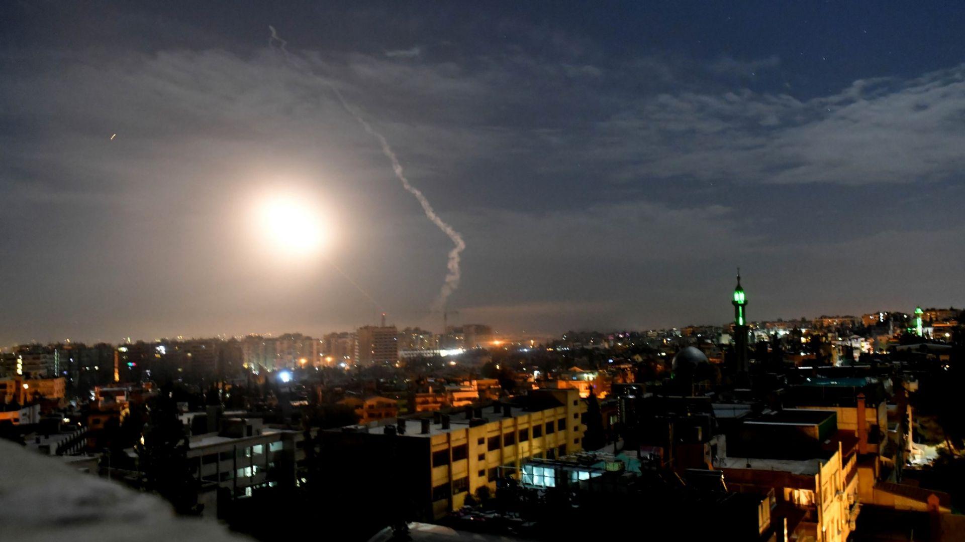 Виж още Израел удари с ракети по Дамаск (снимки)