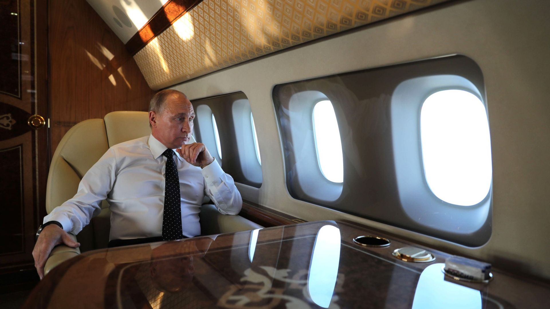 Ученик засне видеоклип от вътрешността на самолета на Путин